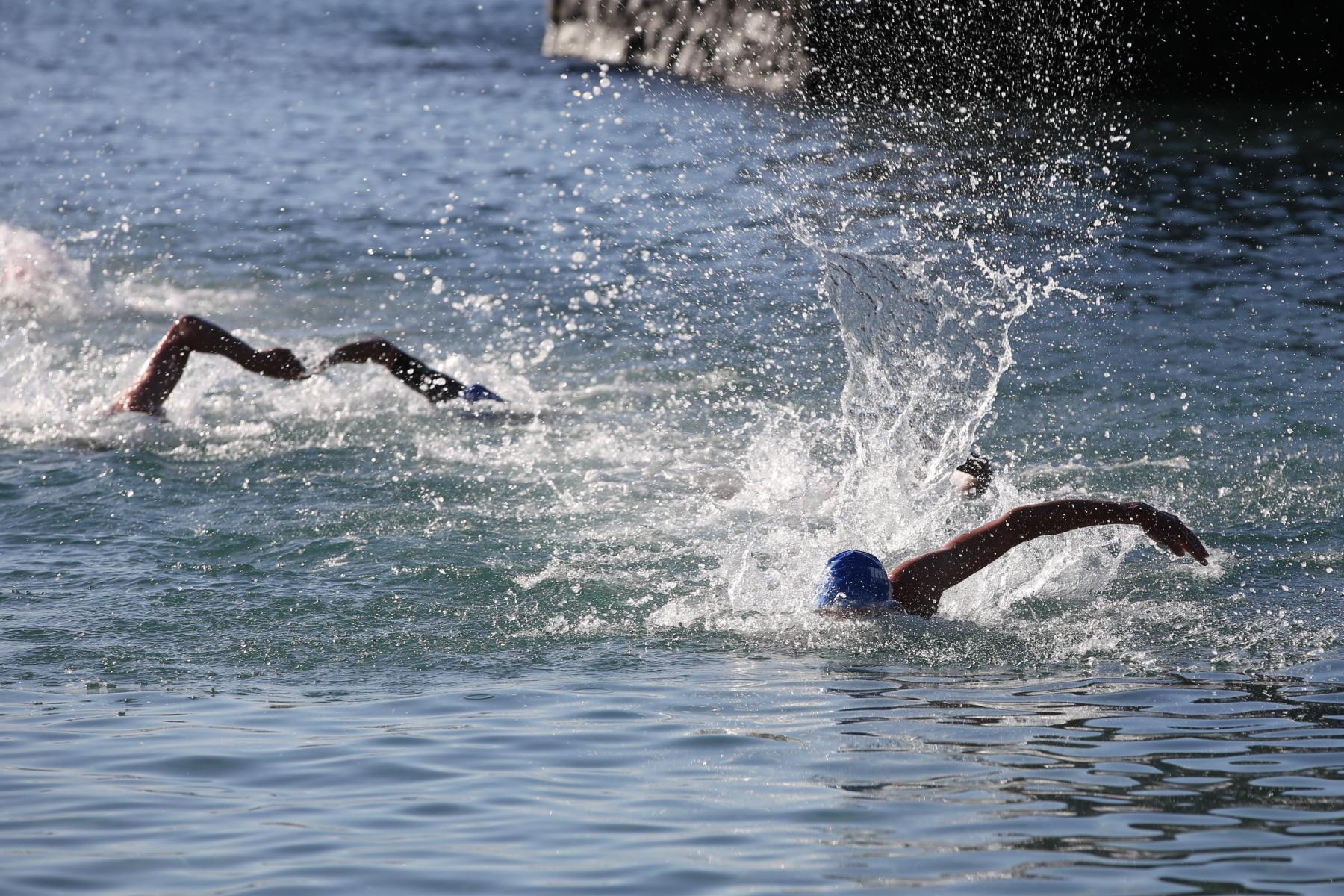 Und der erste aus dem Wasser ist ...