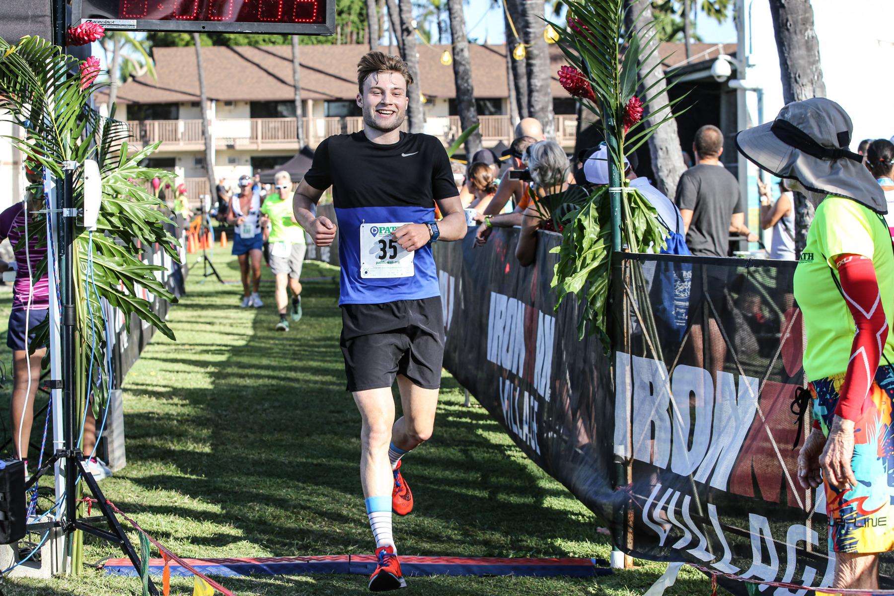 triathlon-Redakteuer Simon Müller erläuft einen starken dritten Platz.