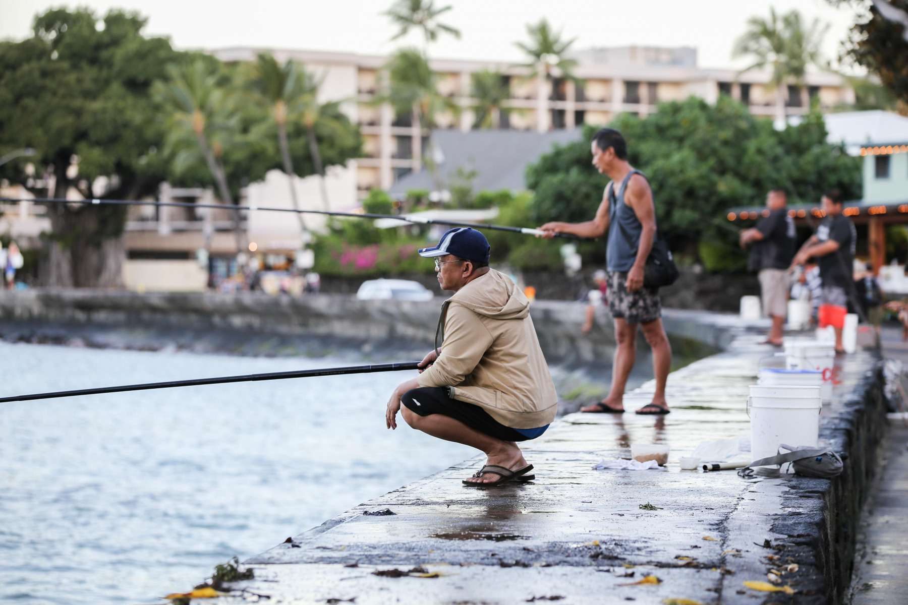 Wenn bei den Anglern in Kailua-Kona die Mienen finsterer werden, dann liegt es daran, dass ungebetener Besuch im Anmarsch ist.