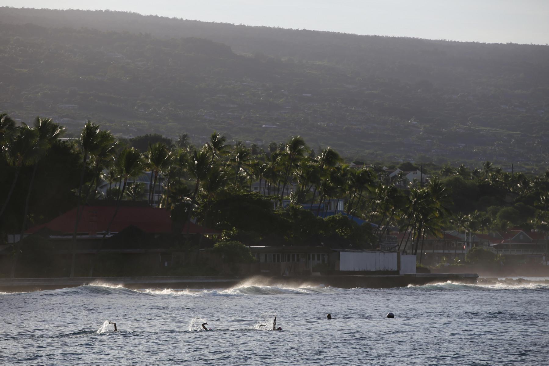 … dann geht es parallel zur Küste auf die Schwimmstrecke.