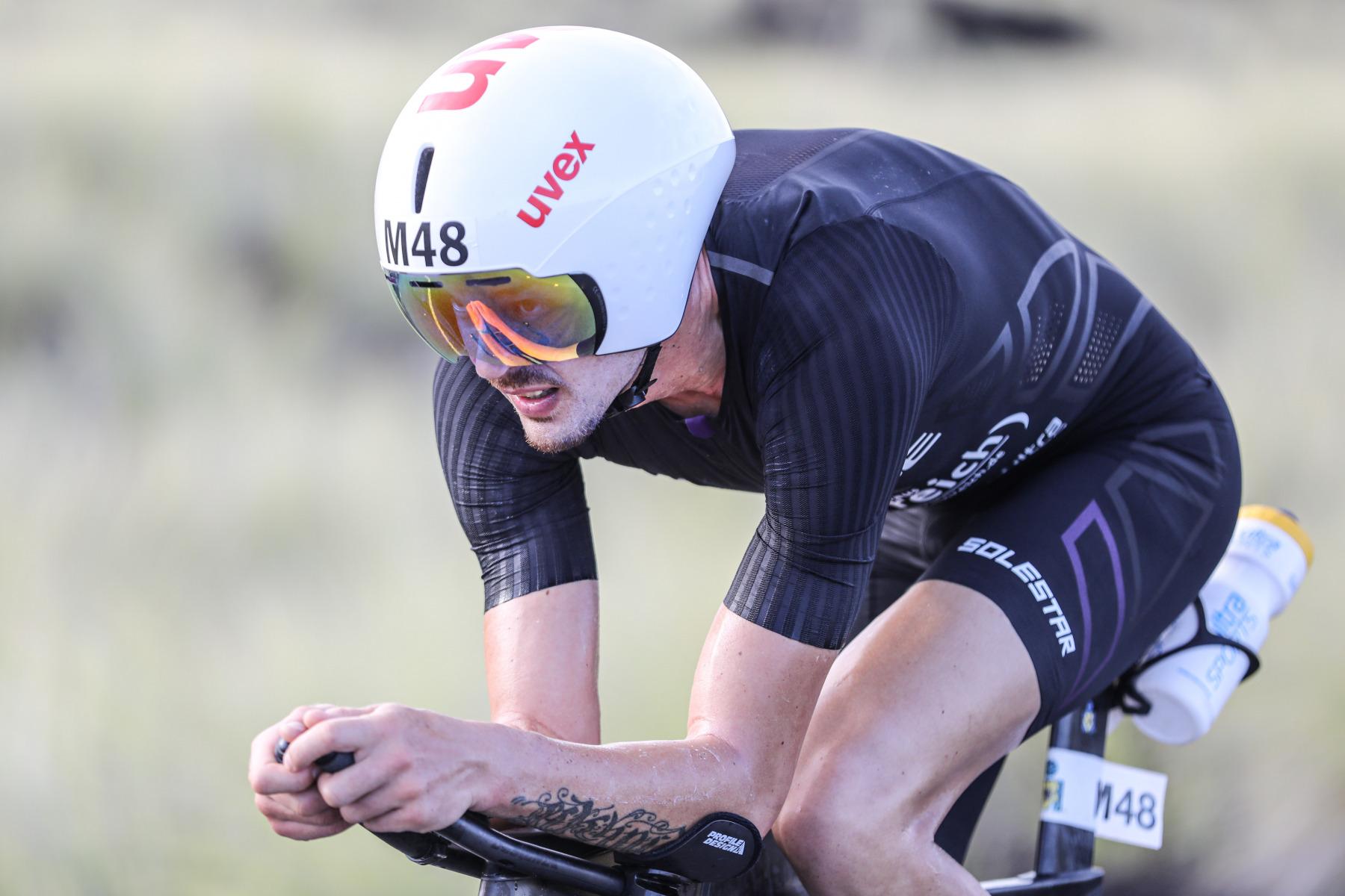 Franz Löschke ist das nächste Opfer: Der Rookie kehrt nach 50 Radkilometern um.