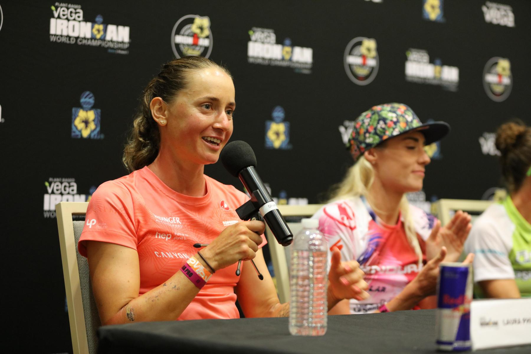 """Laura Philipp (4. Platz): """"Hart auf dem Rad zu fahren, war für mich die einzige Möglichkeit, nach dem Schwimmen noch eine Rolle zu spielen. Zusammen mit Daniela hatte ich viel Spaß, aber es hat auch sehr weh getan. Wir haben gut aufgeholt und ich konnte als Vierte loslaufen. Der Marathon war tough, weil ich erst seit fünf Wochen richtig laufe. Ich  hatte großen Respekt vor der 20- und 30-Kilometer-Marke. Es war ein schönes Debüt und ein tolles Rennen. Nachdem ich das Podium so knapp verpasst habe, freue ich mich schon auf nächstes Jahr."""""""